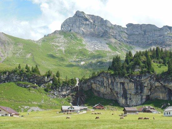 Sachseln, Suiza: Eine bessere Aussicht auf einer Alp gibt es nicht.