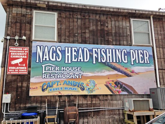 Nags Head Fishing Pier : Adjacent to a tiki bar and a restaurant overlooking the beach