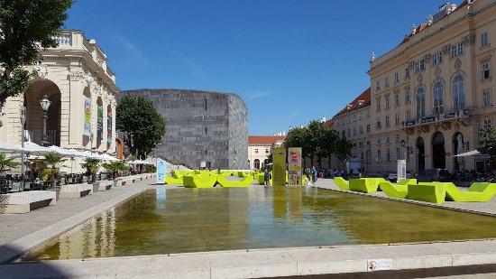 MuseumsQuartier Wien: photo1.jpg