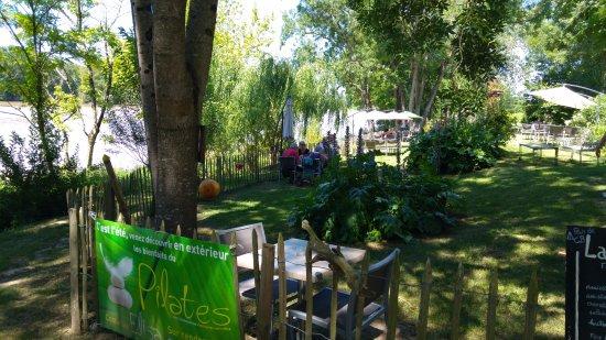 """Lestiac-Sur-Garonne, Frankrike: entrée côté """"terrasse-jardin"""""""