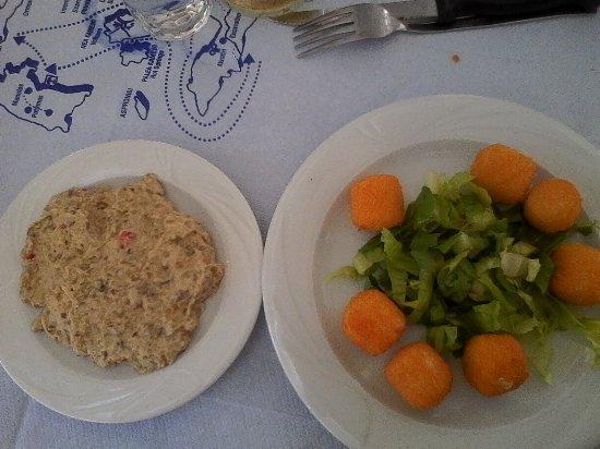 Alexis taverna: Cheese balls+aubergine salad