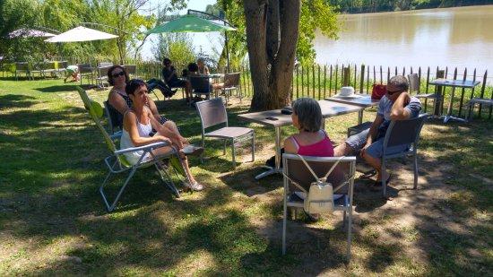 Lestiac-Sur-Garonne, França: pause digestion après le déjeuner