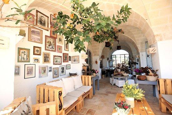 Pezze di Greco, Italia: Porticato Sala Colazione - Breakfast Porch