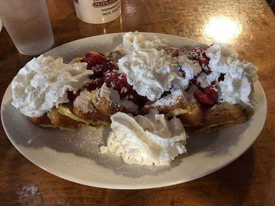 Michaels Kitchen Cafe & Bakery: Viva La French Toast (with strawberries and whipped cream)