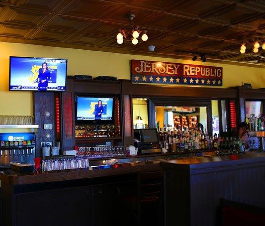 Mario's Restaurant & Pizzeria: Mario's Bar