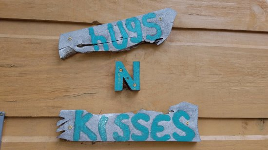Candler, NC: Hugs and Kisses...every cabin has its own unique name!