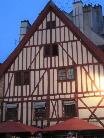 Rue Des Forges: Place