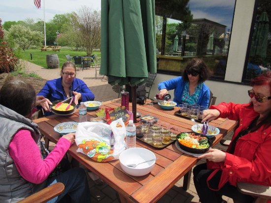 Peconic, NY: Osprey's allows outside food and water