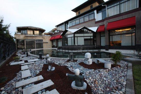 Zona De Terraza En Grant S Restaurante Picture Of