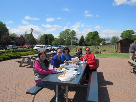 Jamesport, NY: outside food permitted: bring a picnic lunch