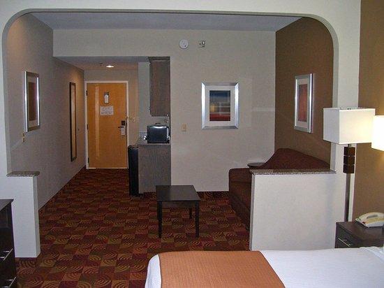 Bastrop, LA: One King Bed Suite