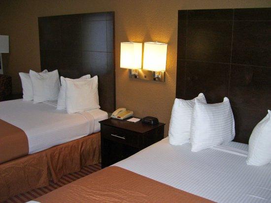 Bastrop, LA: Two Queen Beds