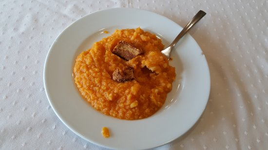 Villarejo del Valle, Espanha: patatas revolconas