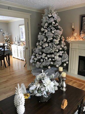 Abbott's Cape Shore Bed and Breakfast: 1 of Abbott's B&B Christmas trees