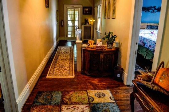 Greenwood Bed and Breakfast : hallway upstairs