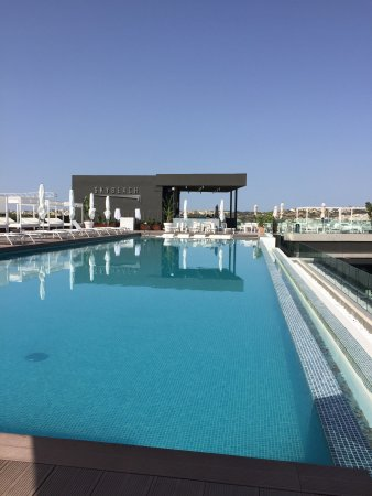 InterContinental Malta: Stunning infinity pool on 19th floor
