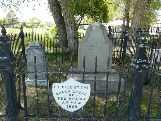 Kit Carson Park: Grave of Kit and his wife Josefa