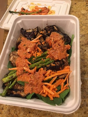 Salad With Chicken Tikka Masala Picture Of Whole Foods Market