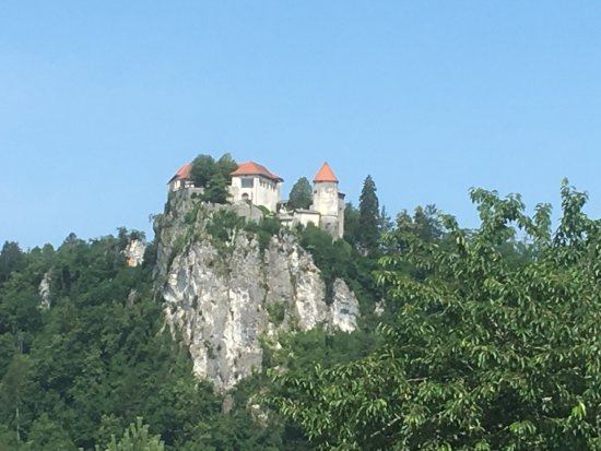 Penzion Mayer: Bled Castle from a distance