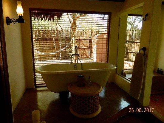 Savute Safari Lodge: A soaking tub