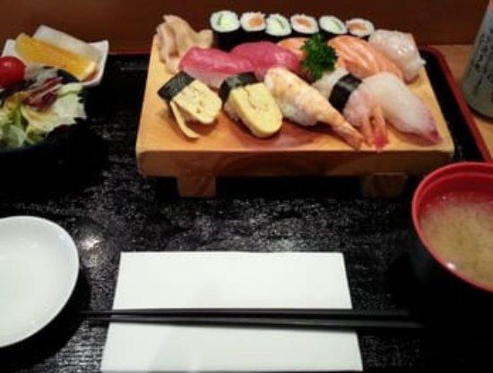 Iwase: Mittagstisch: gemischtes Sushi mit Salt und Miso-Suppe