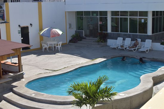 Hotel Pelican Bay : Pool area reality -