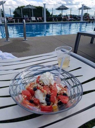 Whitefield, NH: Fruit & yogurt parfait by the pool