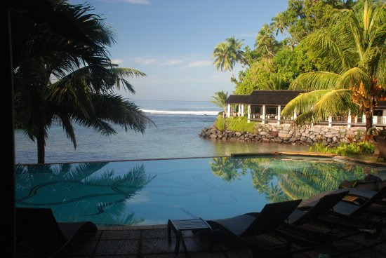 Seabreeze Resort: Across the pool and cove to the dining lodge