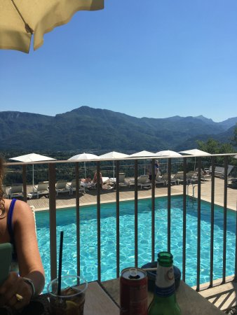 Castelvecchio Pascoli, Italia: View from the pool
