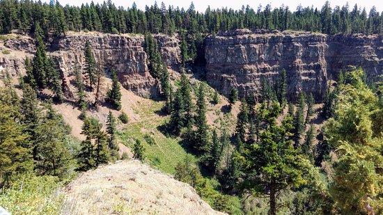 Chasm Provincial Park: Exposed Rock