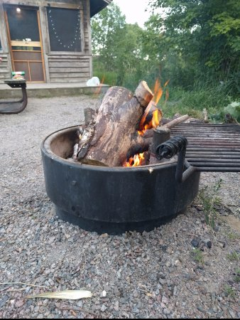 New London, MN : Firepit and grill at camper cabin