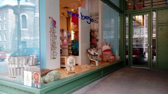 Benjo Inc. Toy Store : Entrada