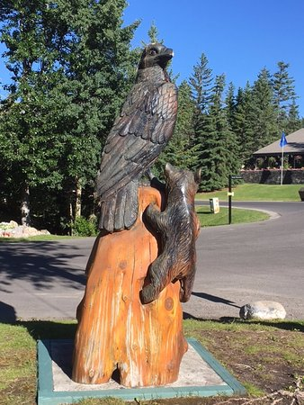 Douglas Fir Resort & Chalets: Wooden carving near lobby