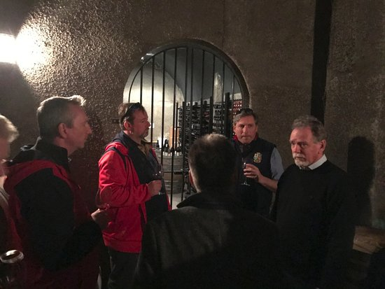 Martinborough, New Zealand: Tour group in cellars at Murdoch James Estate