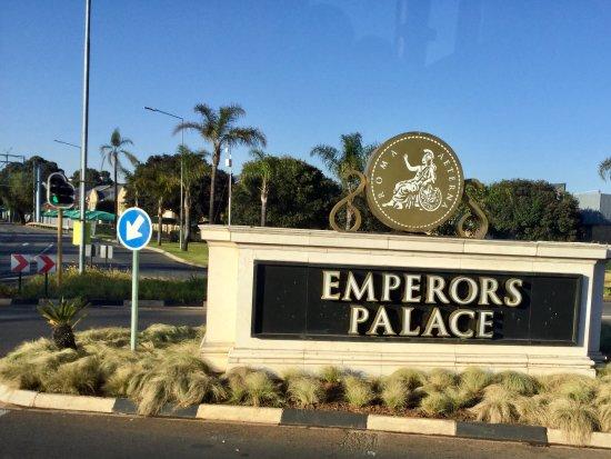 Kempton Park, Sydafrika: Jardim da entrada do complexo