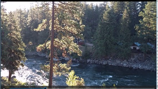 Alpine Rivers Inn: View from deck