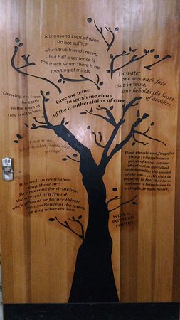 Black Creek, Canada: door to the winery area