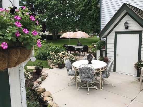 Vinifera, The Inn on Winery Row: Outdoor sitting area