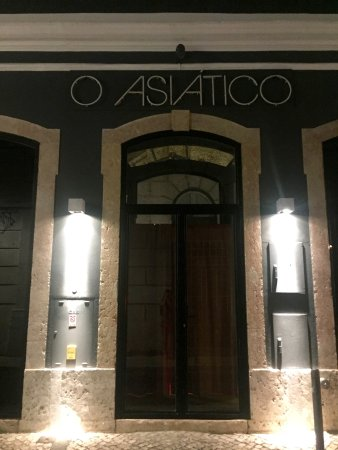 The Restaurant Front Door Picture Of O Asiatico Lisbon Tripadvisor