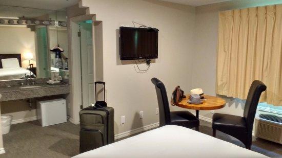 Wilshire Crest Hotel Photo