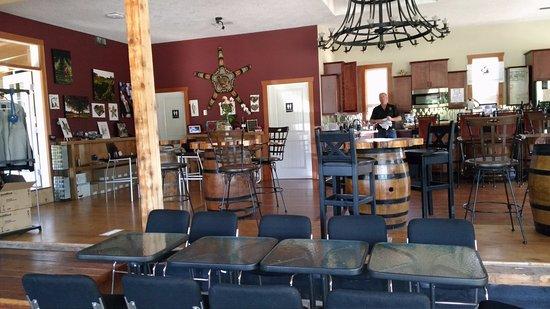 Mill Bay, Canada: indoor seating area