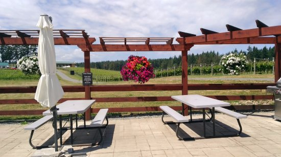 Mill Bay, Canada: outdoor seating area