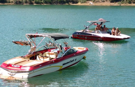 Salt Creek Resort & RV : Our guests anchor their boats across the street in the 5 MPH cove!