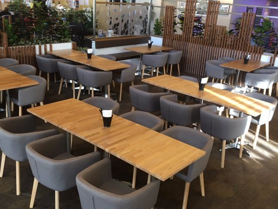 Charlestown, Australia: Different seating options cater to all groups