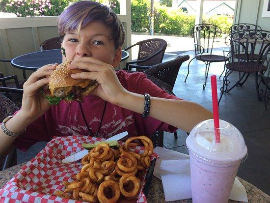 Phyllis' Giant Burgers Photo