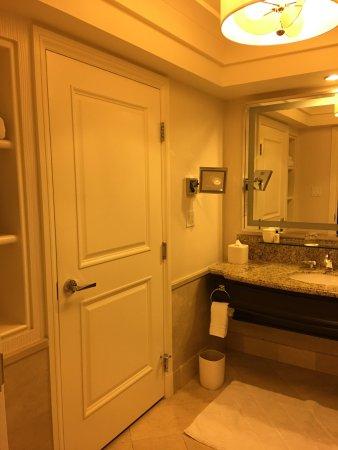 Four Seasons Hotel Las Vegas: Strip-View Room