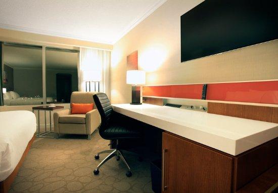 Delta Hotels by Marriott London Armouries: Queen/Queen Guest Room