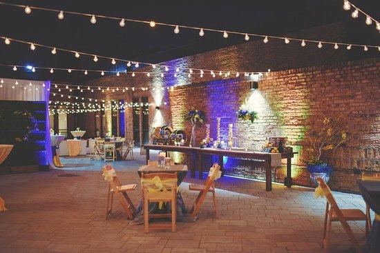 Alsip, إلينوي: Courtyard Patio