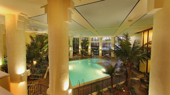 Holiday Inn Gaithersburg: An oasis awaits you, complete with Jacuzzi, beautiful lighting!
