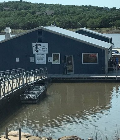 Mannford, OK: Formerly Hard Dock Cafe- the Crow's Nest is a restaurant on a dock overlooking Lake Keystone